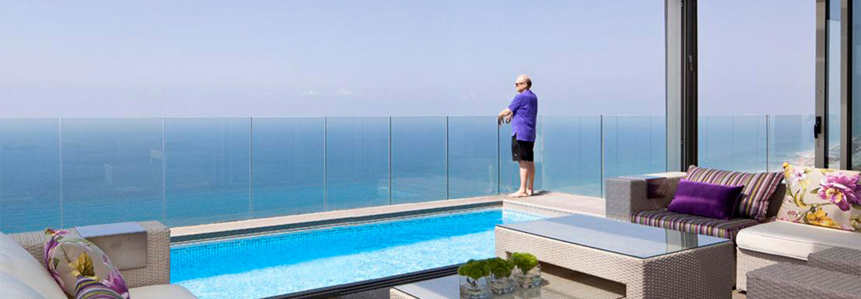 Seaside Glass Railing with Swimming pool Villa